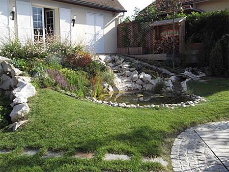 Am nagement de jardin gazon et cascade for Amenagement pelouse